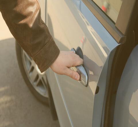 Срочное вскрытие дверных и багажных замков автомобиля - Минск
