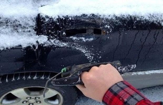 замерзший замок автомобиля